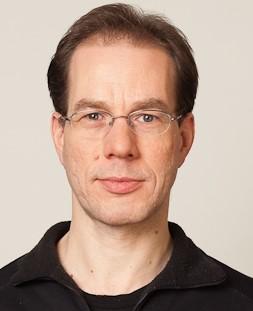 Prof. Dr. Roland Strausz